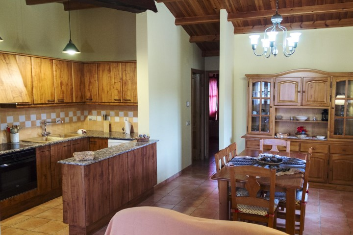 casa-rural-can-codol-maians-menjador-3